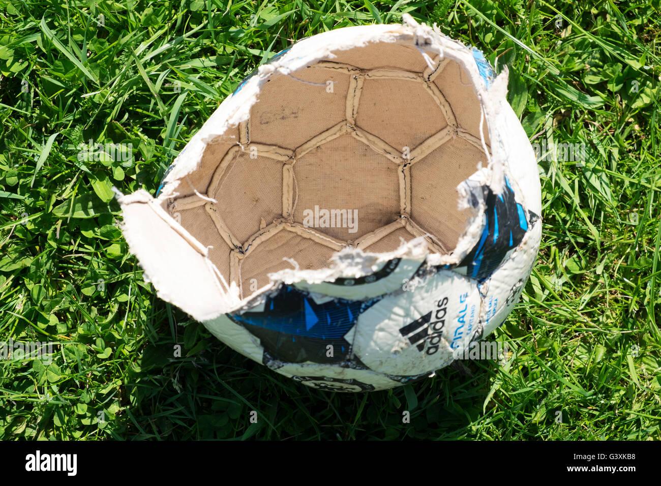 Burst Adidas Finale Capitano football - Stock Image