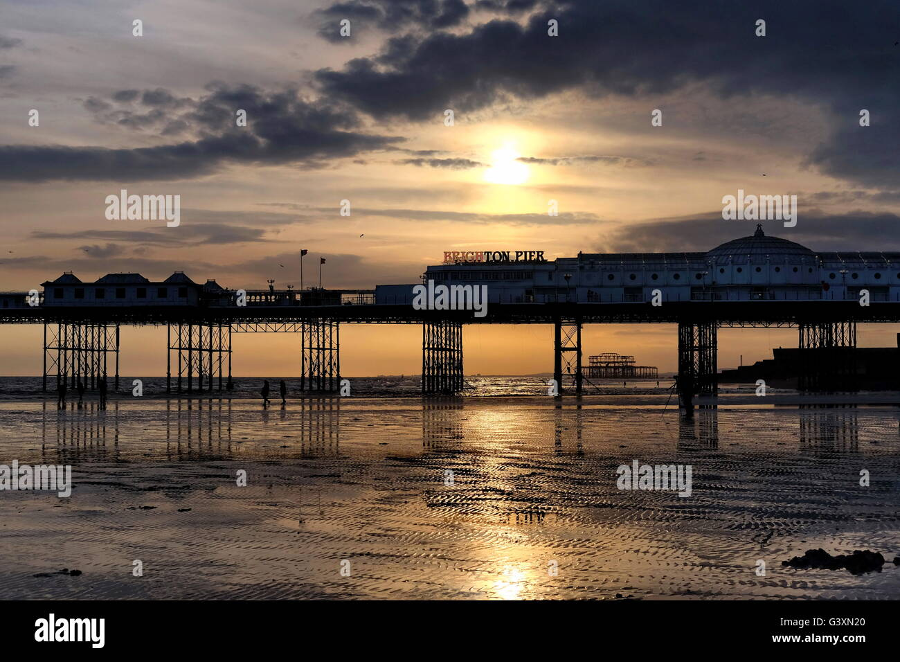 Spring Silhouettes And Shadows >> A Low Sun On A Late Spring Afternoon Silhouettes The Two Piers In