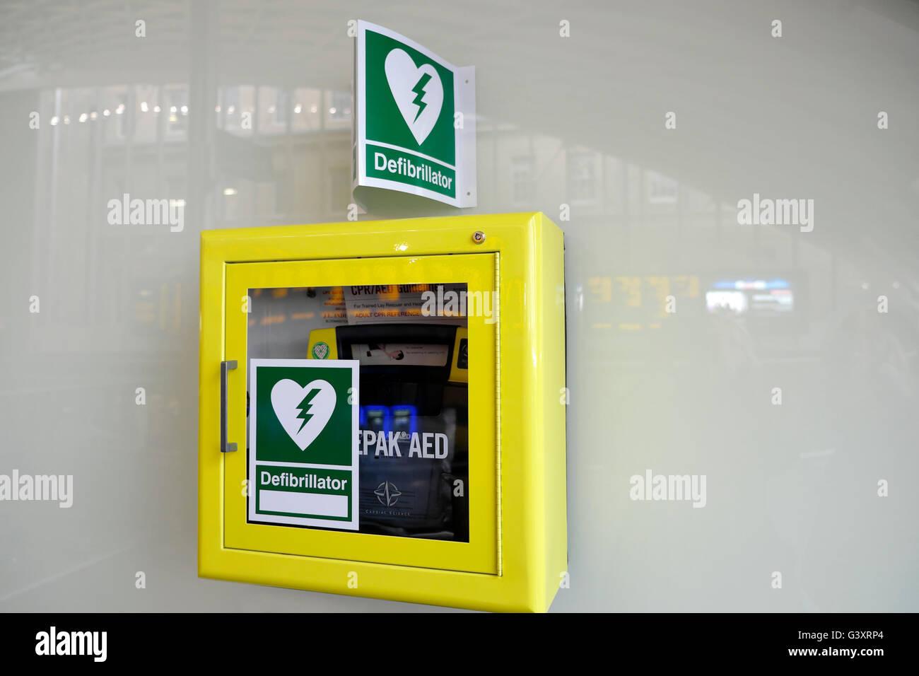 Medical Defibrillator Stock Photos & Medical Defibrillator Stock ...
