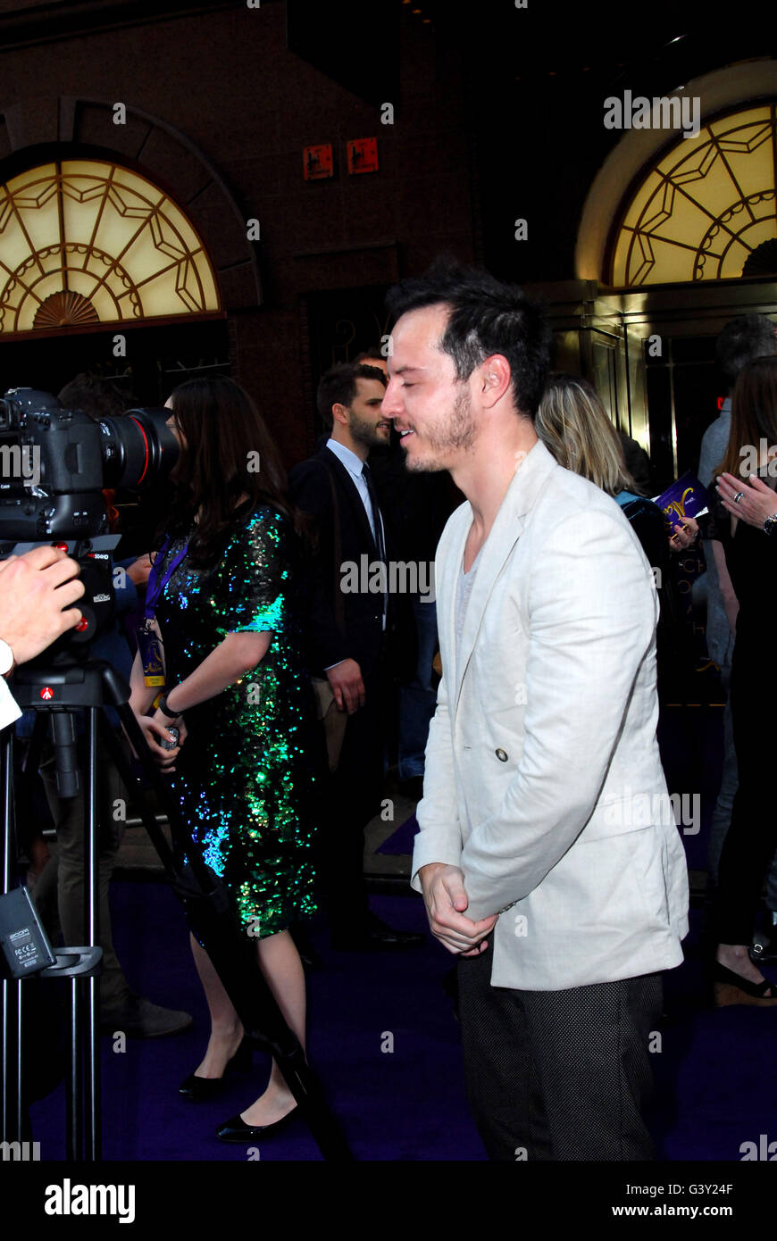 London, UK. 15th June, 2016. Andrew Scott and Aj Odudu attends the premiere of Aladdin at the Prince Edward theatre - Stock Image
