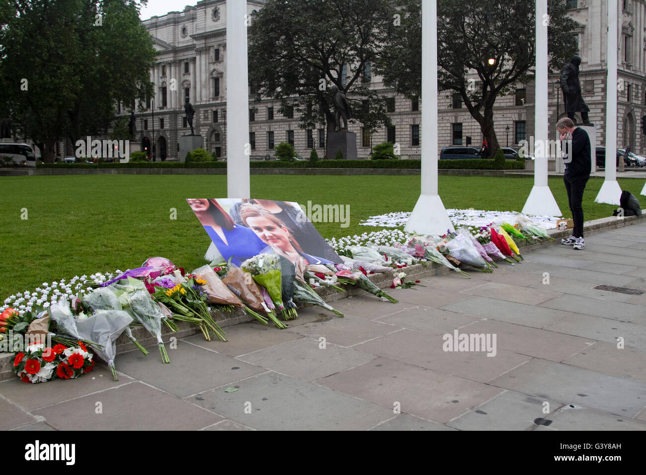 London, UK. 17th June, 2016. Floral tributes and messages of condolence are placed in Parliament to Labour MP Jo - Stock Image