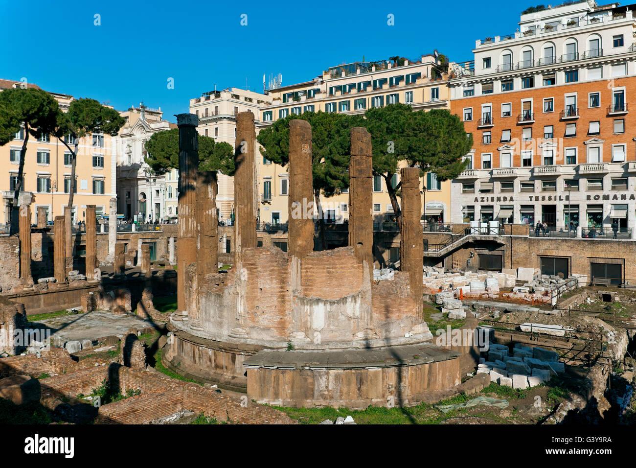 Antique circular temple, Area Sacra Argentina, Largo di Torre Argentina, Rome, Lazio, Italy, Europe - Stock Image