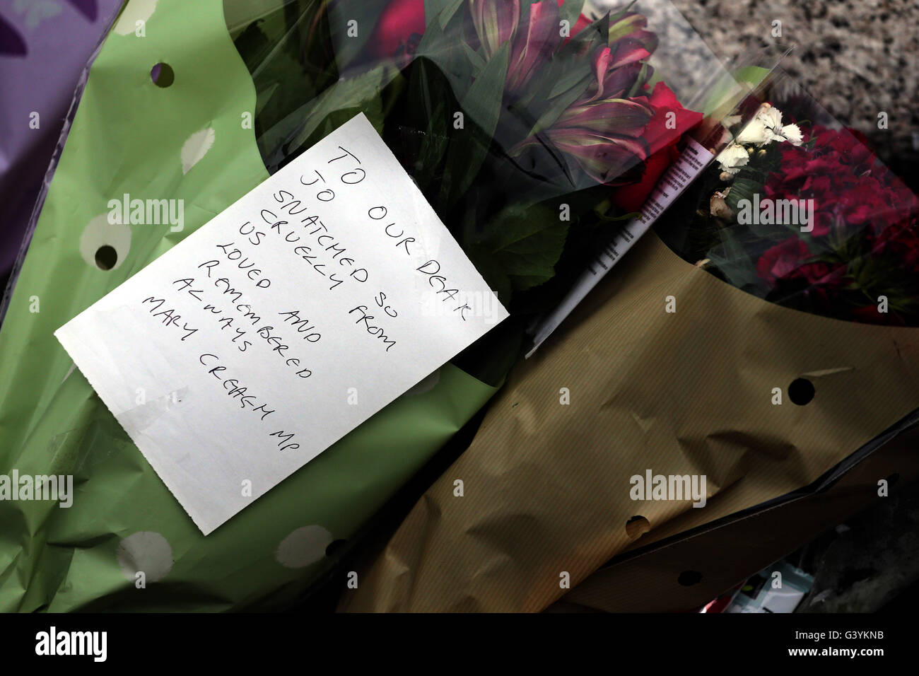 A message left by Mary Creagh in Birstall, West Yorkshire, following the death of Labour MP Jo Cox, who died after - Stock Image