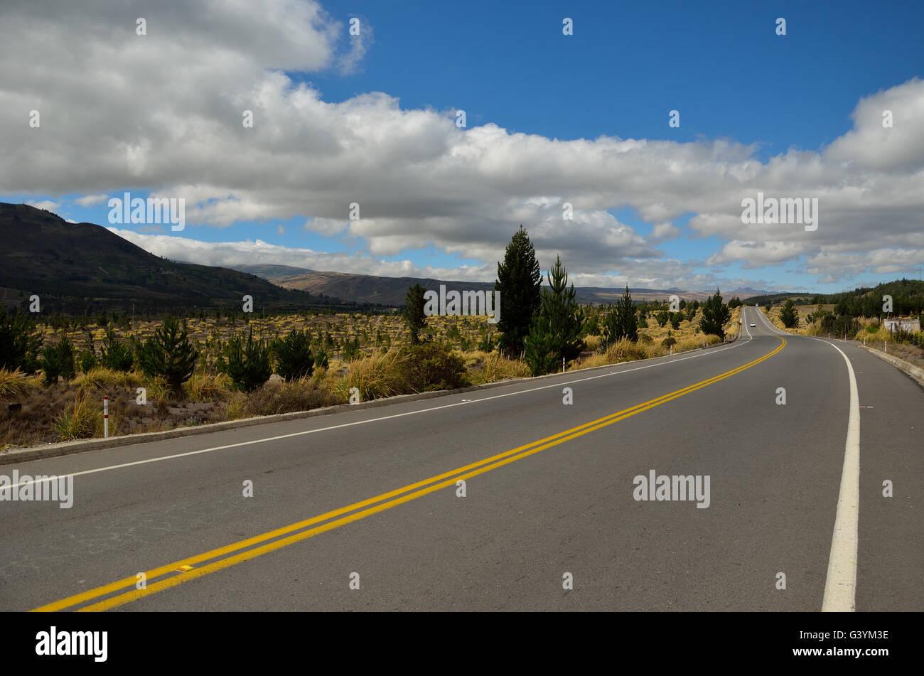 On the road in the Andean cordillera in Ecuador. Por la carretera en la cordillera de los andes en Ecuador - Stock Image