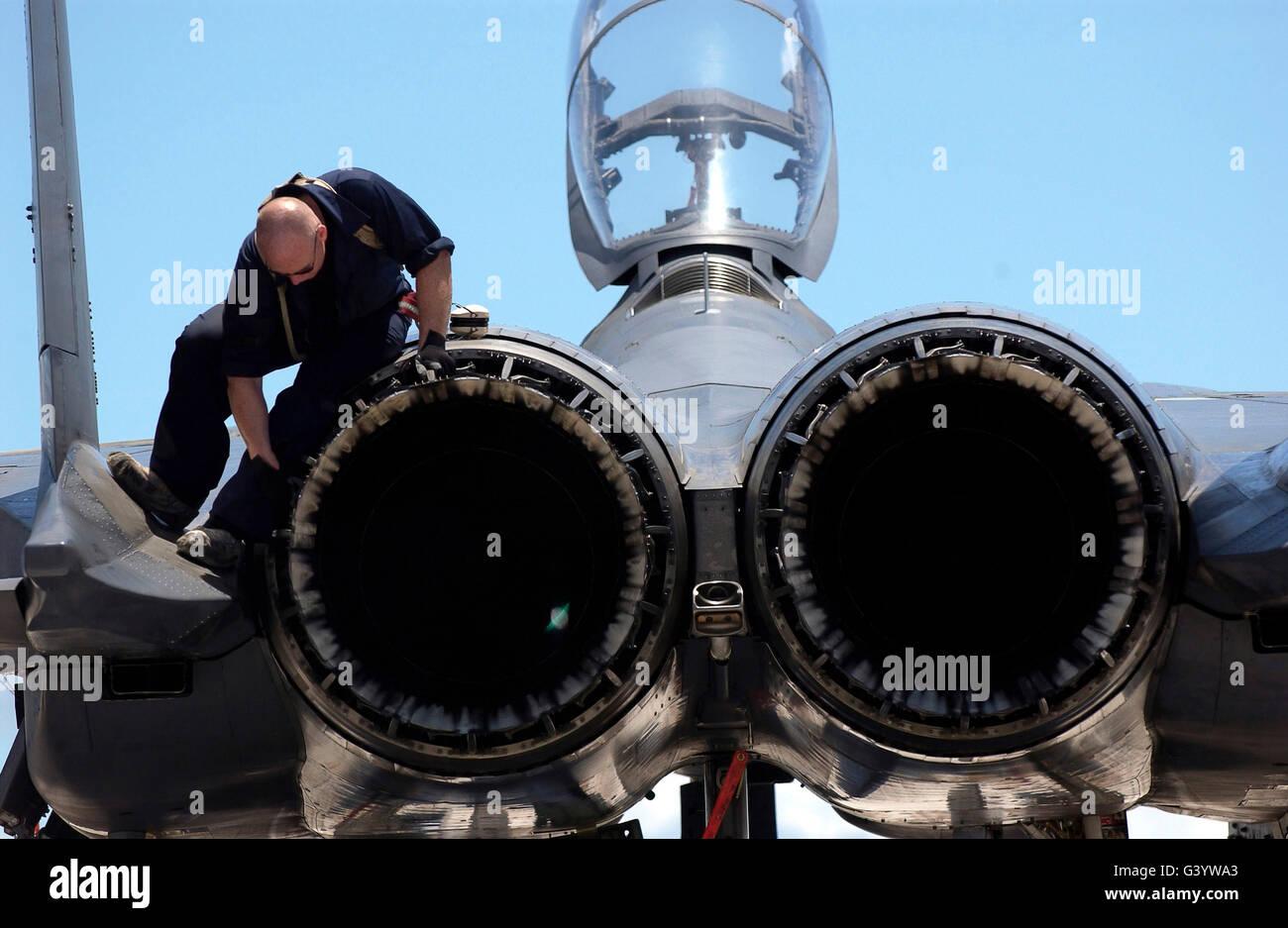 Airman checks an F-15E Strike Eagle for airframe damage - Stock Image