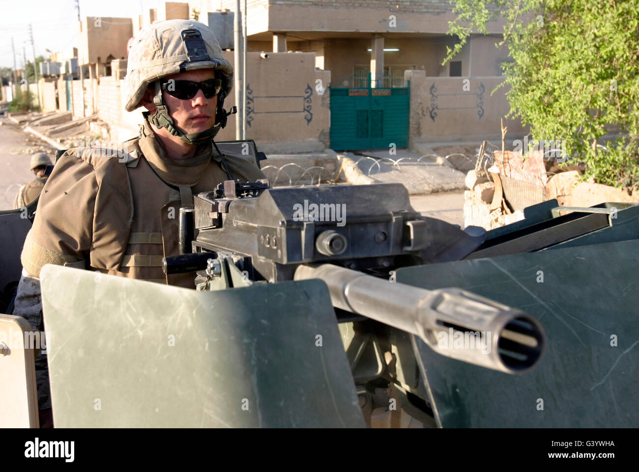 A machine gunner mans his MK-19 automatic grenade launcher. - Stock Image