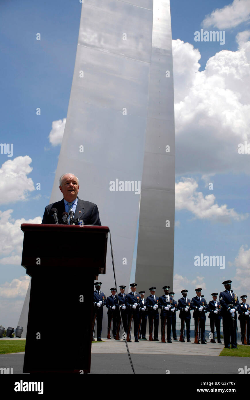 Secretary of the Air Force salutes a crowd of Airmen at the Air Force Memorial. - Stock Image