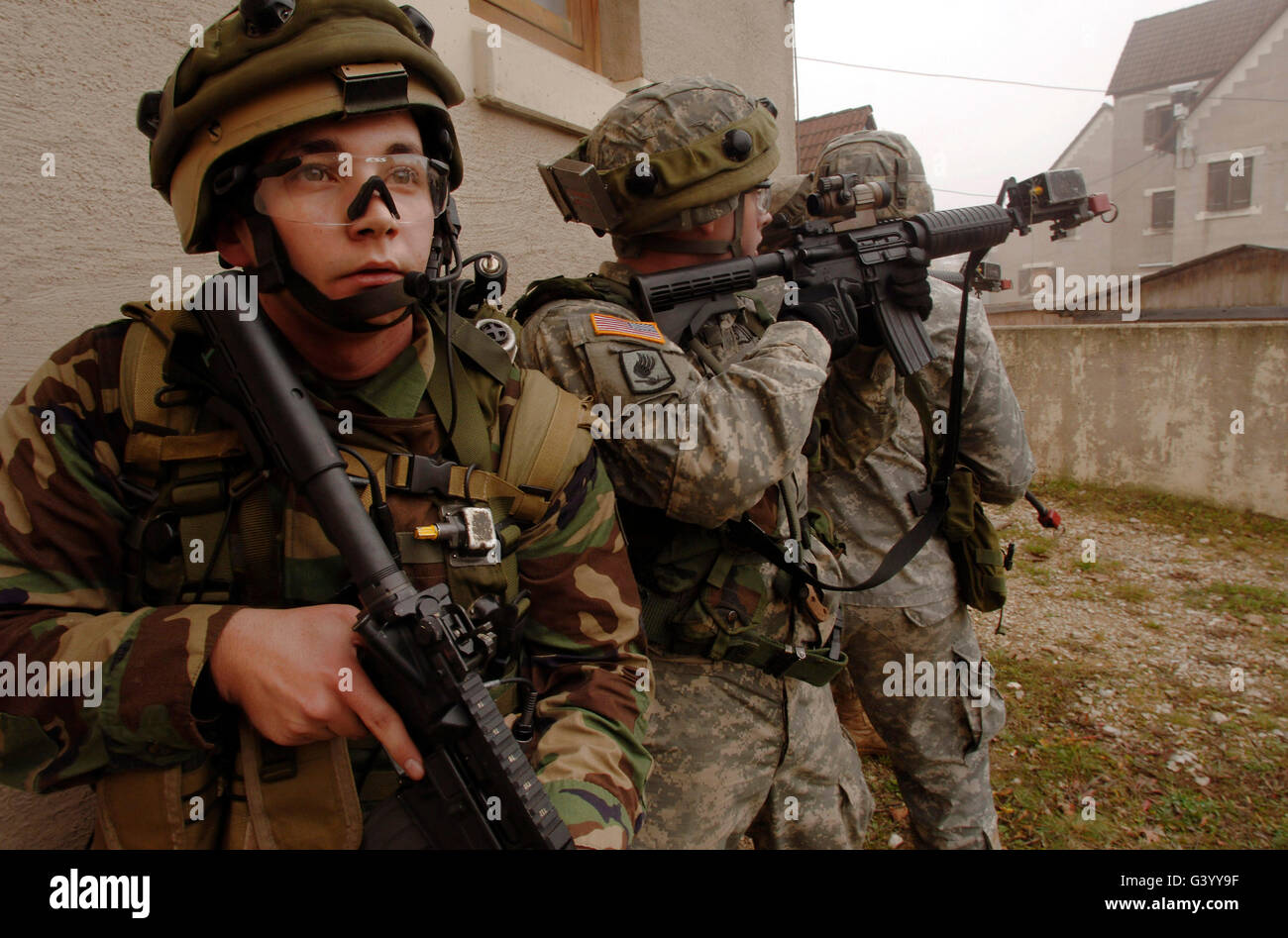 U.S. Army infantry in pursuit of a high valued target in an urban warfare scenario. - Stock Image