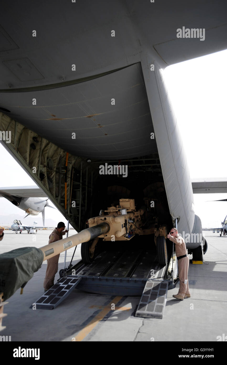 Aircrew load an M777 A2 Howitzer onto a U.S. Air Force C-130J. Stock Photo