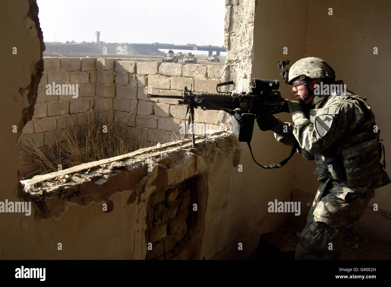 U.S. Army soldier searching for contacts during a cordon and search operation in western Baghdad, Iraq. - Stock Image