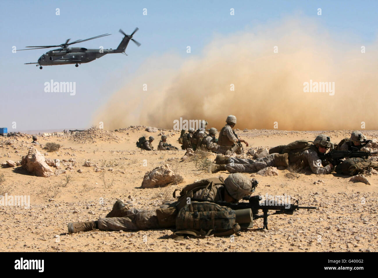 Marines set up security in Egypt as a CH-53E Super Stallion takes off. - Stock Image