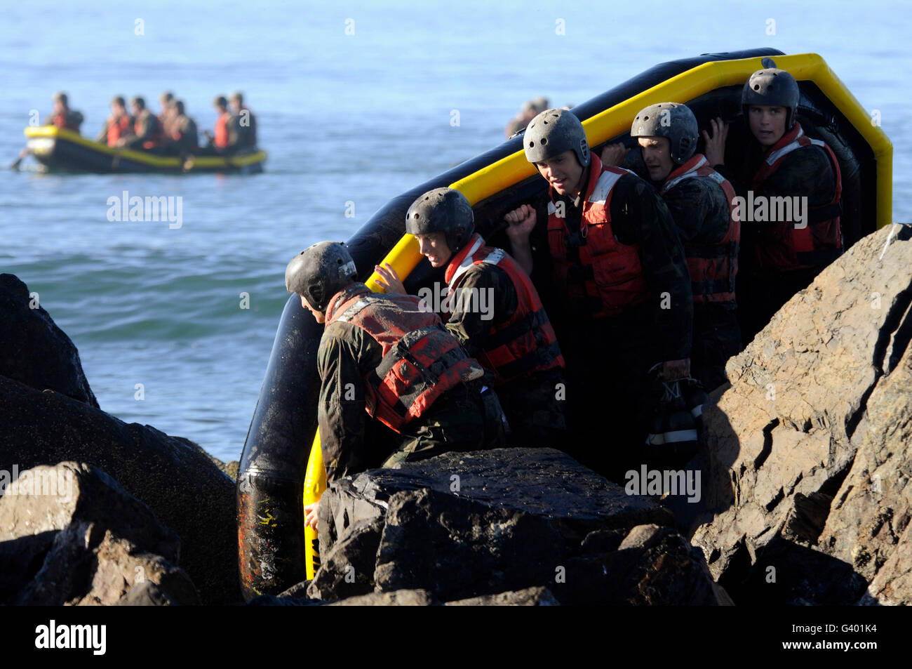 U.S. Navy SEAL candidates participate in a rock portage exercise. - Stock Image
