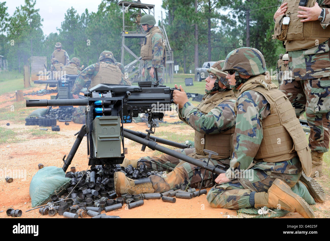 Soldiers operate a MK-19 grenade launcher. - Stock Image