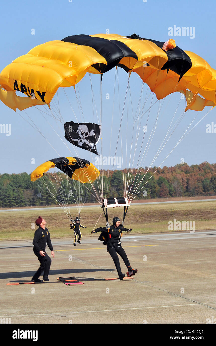 Members of the Golden Knights Parachute Team prepare to land. - Stock Image