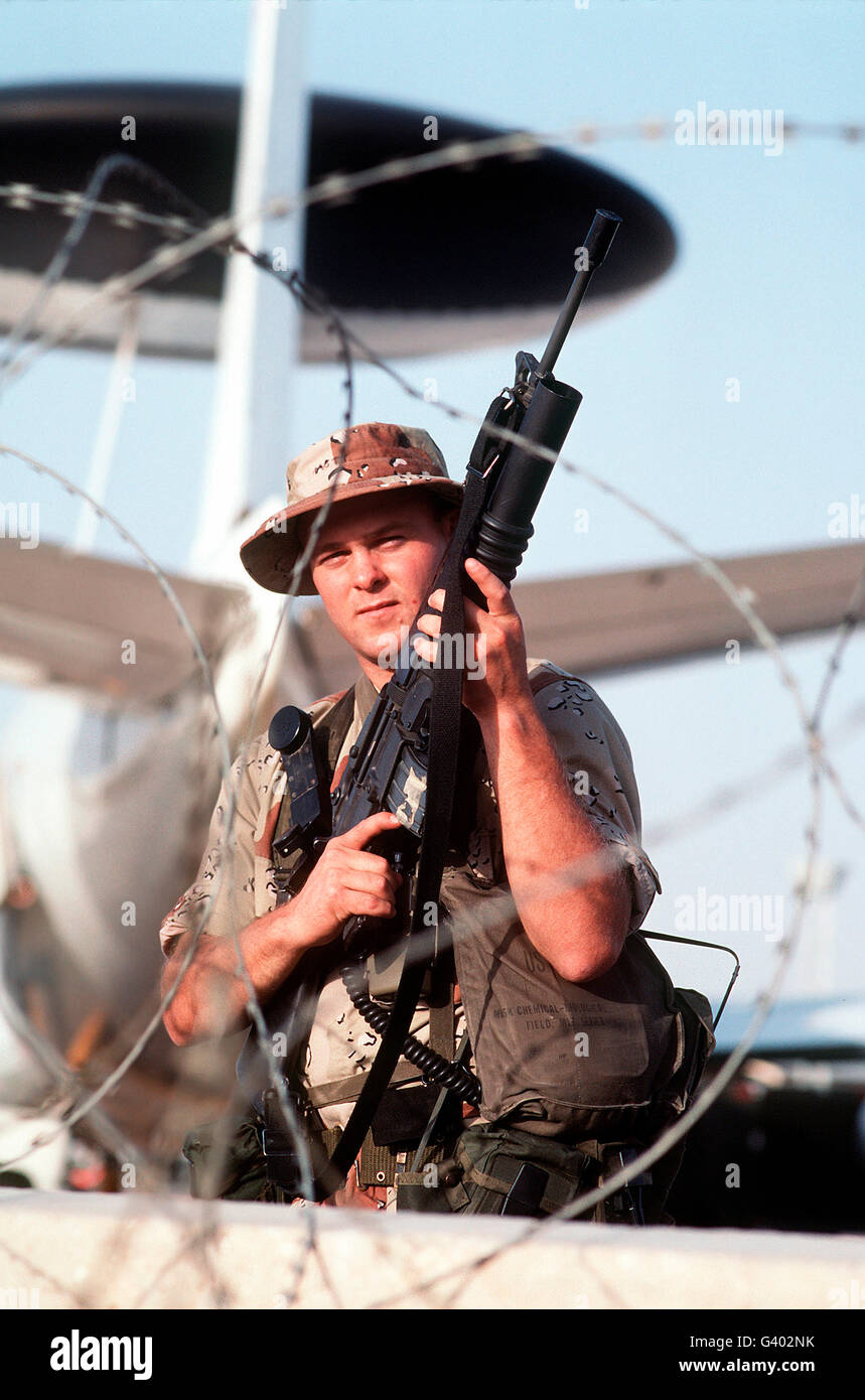 A soldier posts security during Operation Desert Storm. - Stock Image