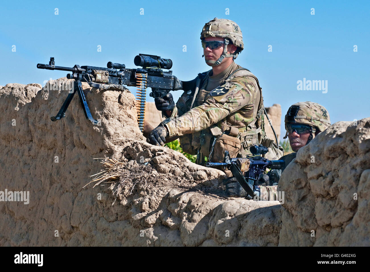 Soldiers scan the horizon in southern Afghanistan. - Stock Image