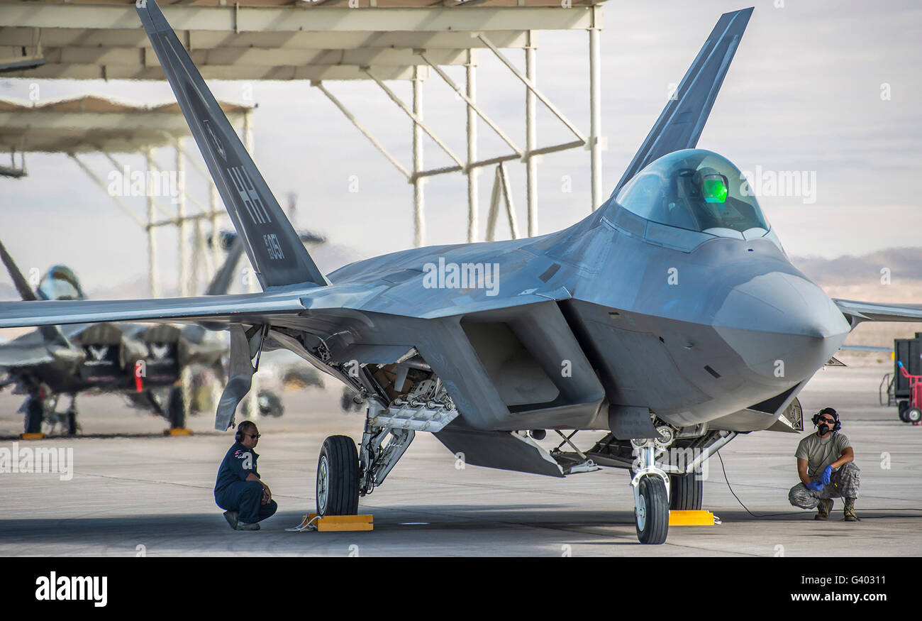 Aircraft maintainers conduct pre-flight checkson an F-22 Raptor. - Stock Image