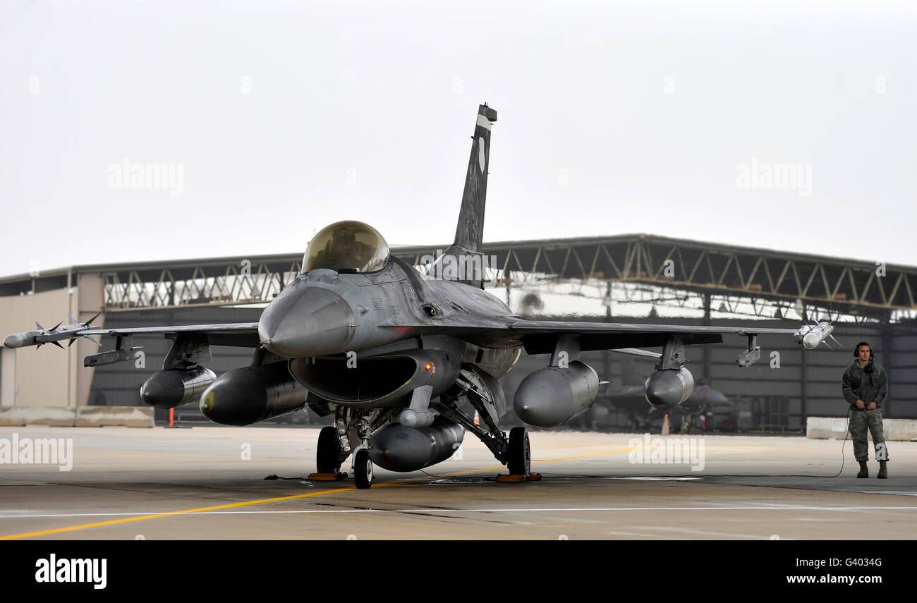 An F-16 Fighting Falcon at Shaw Air Force Base, South Carolina. - Stock Image