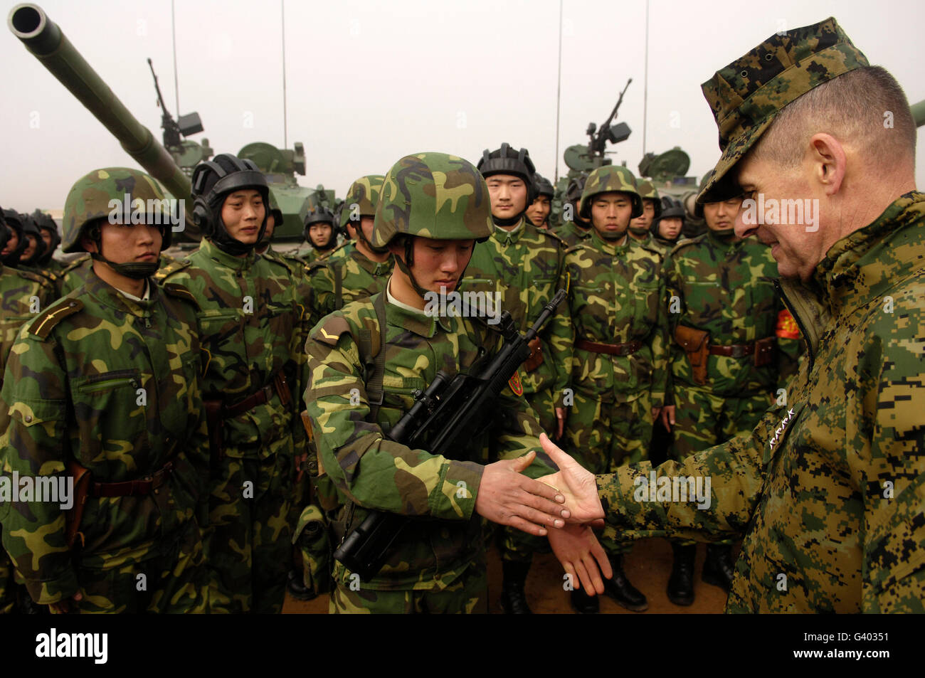 Chairman of the Joint Chiefs of Staff shakes hands with Chinese tanker soldier. - Stock Image