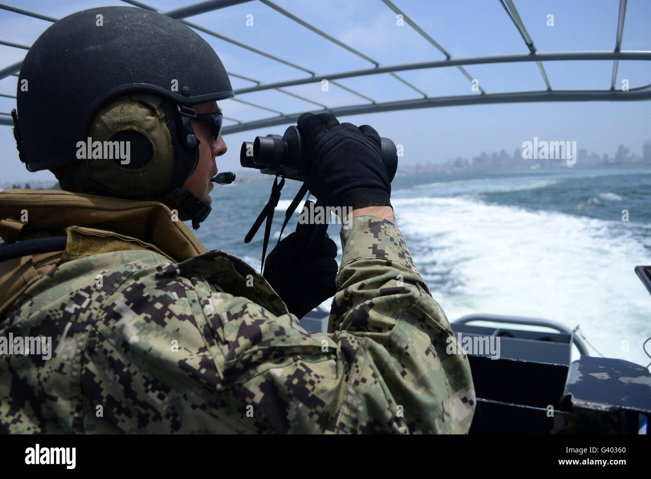 Soldier searches for surface contacts while patrolling San Diego Bay. - Stock Image