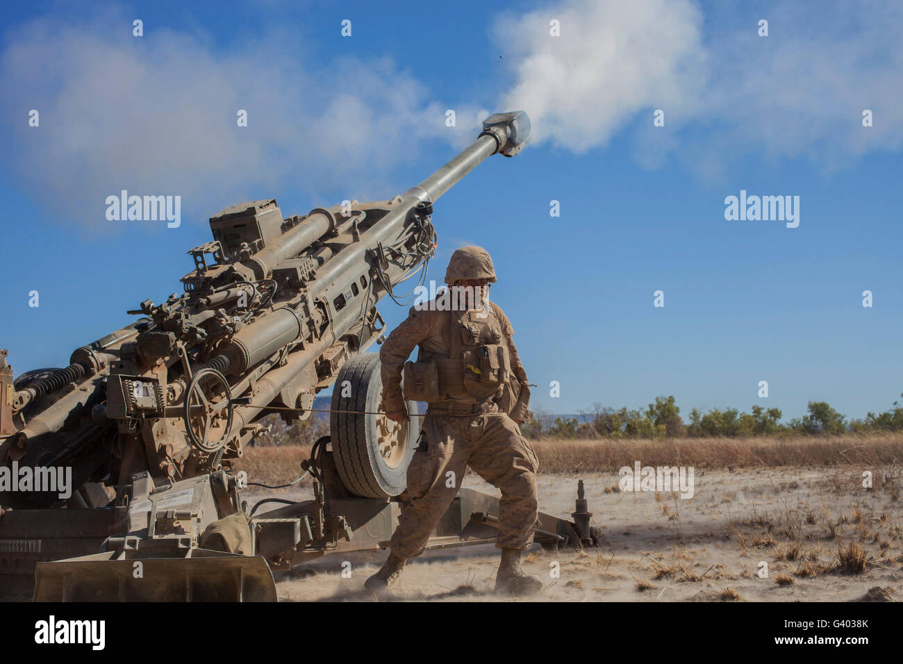 U.S. Marine fires an M777A2 howitzer. - Stock Image