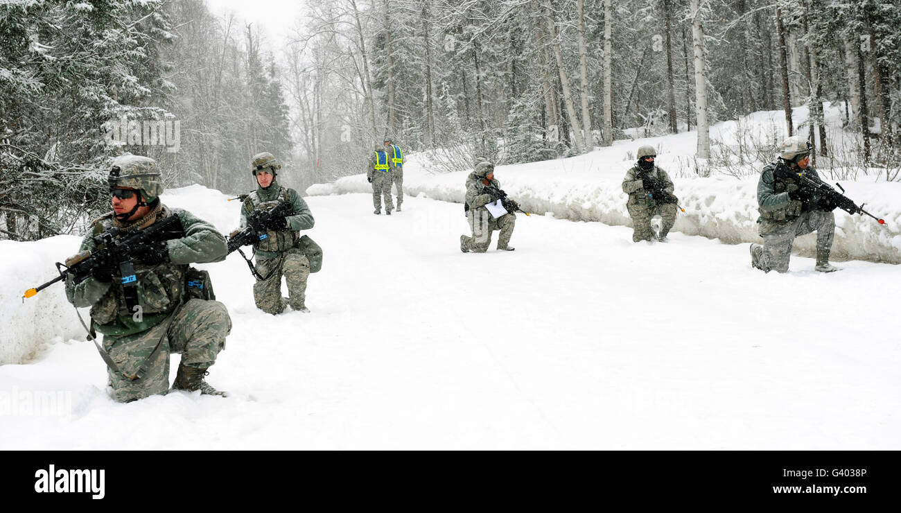 Airmen perform tactical maneuvers in Alaska. - Stock Image