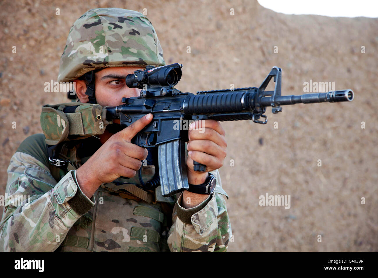 A Georgian Army soldier surveys the surrounding area. - Stock Image