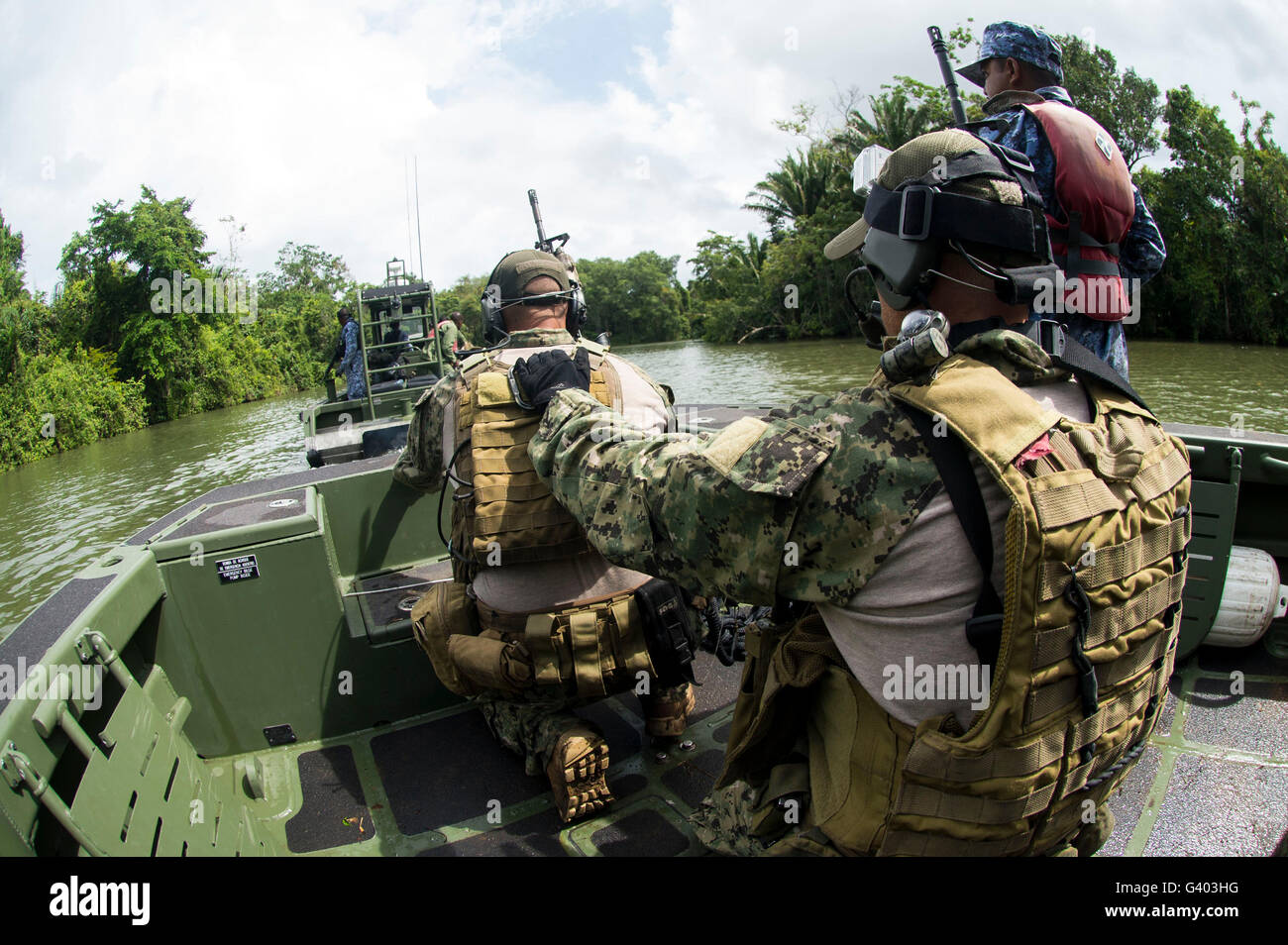 Sailors conduct insertion and extraction training with the Belize Special Boat Unit. - Stock Image