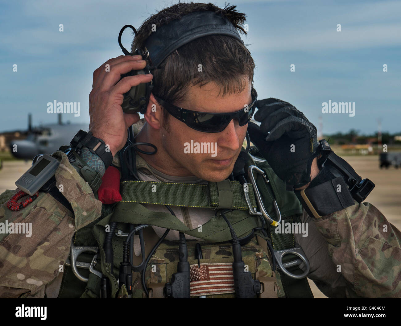 A U.S. Air Force combat controller gears up. - Stock Image