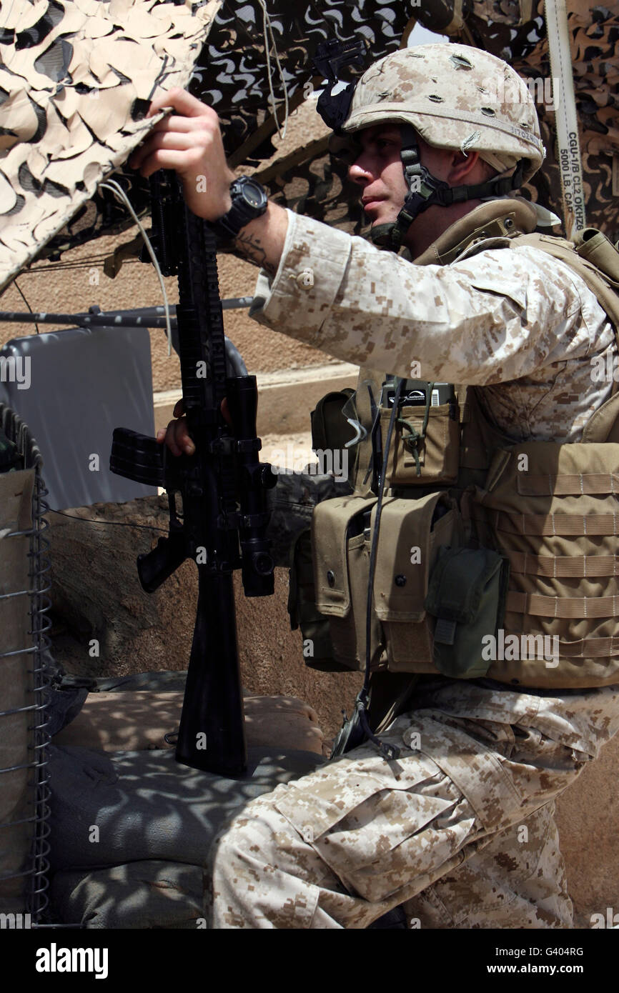 An infantryman talks to his Marines on post. - Stock Image