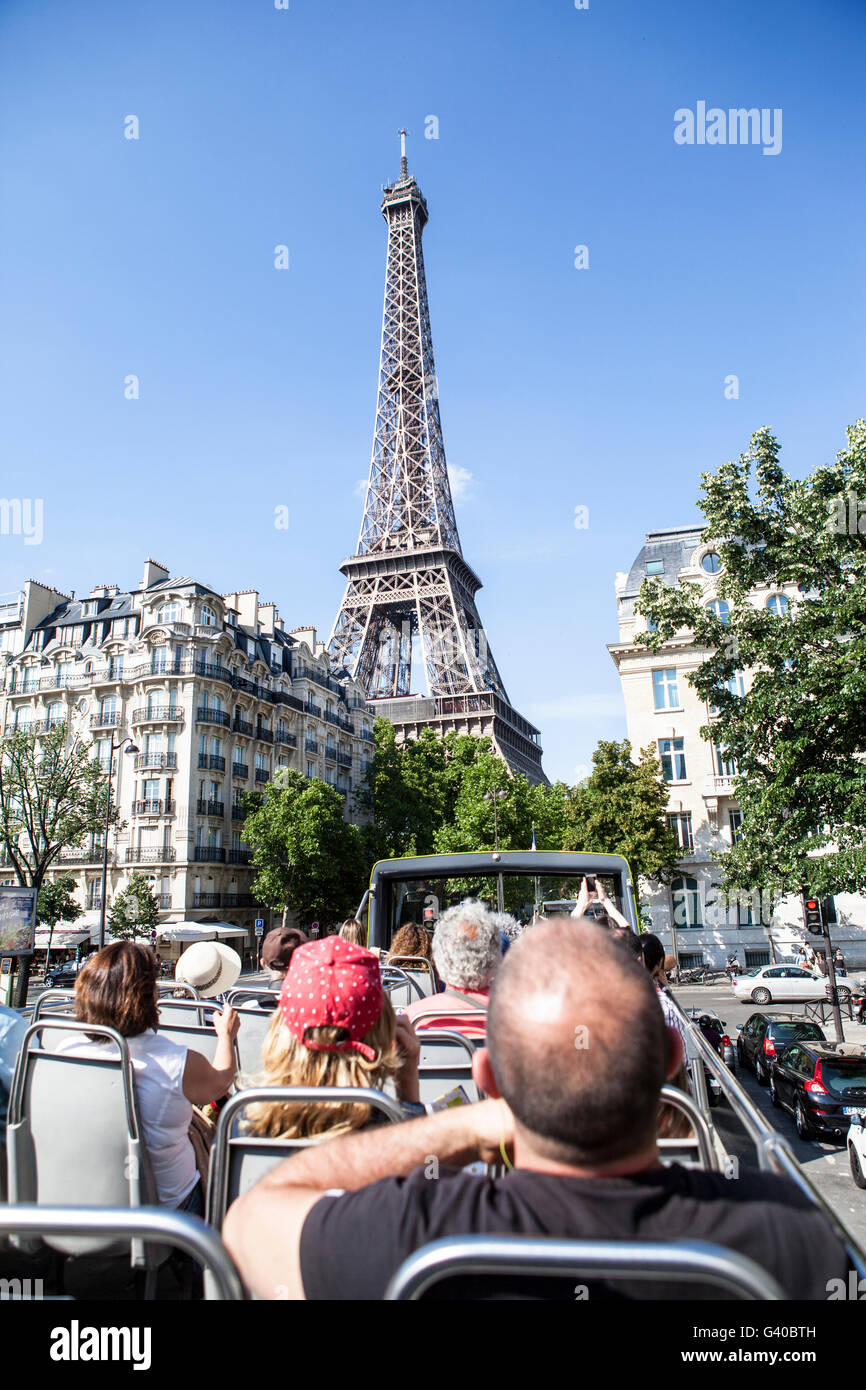 tourists on city tour bus going to the Eiffel Tower - Stock Image