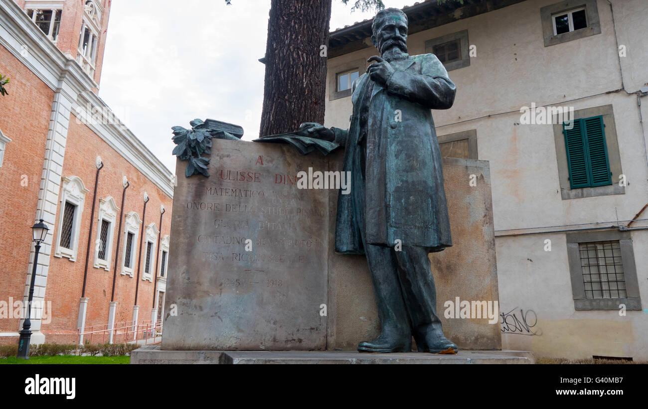 Statue of mathematician Ulisse Dini in Piazza di Cavalieri, Pisa - Stock Image