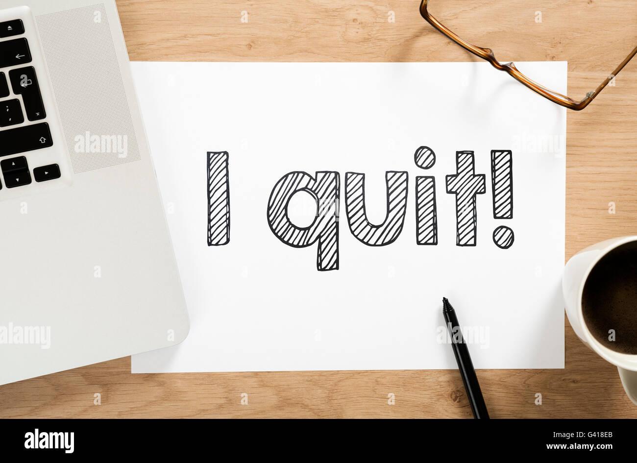 'I quit!' written paper on the office desk - Stock Image
