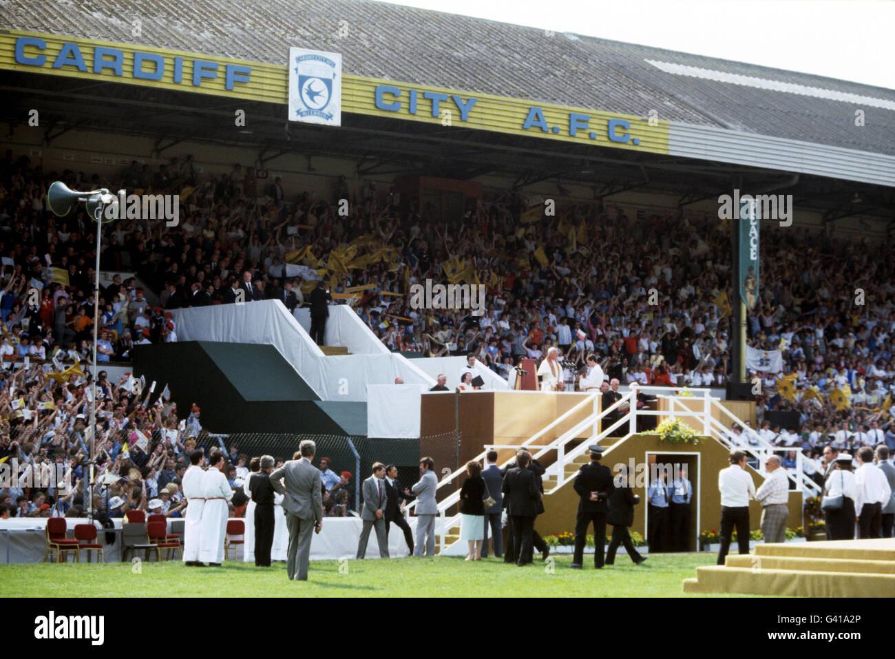 Religion - Pope John Paul II Visit to Britain - Pontcanna Fields - Cardiff - 1982 Stock Photo
