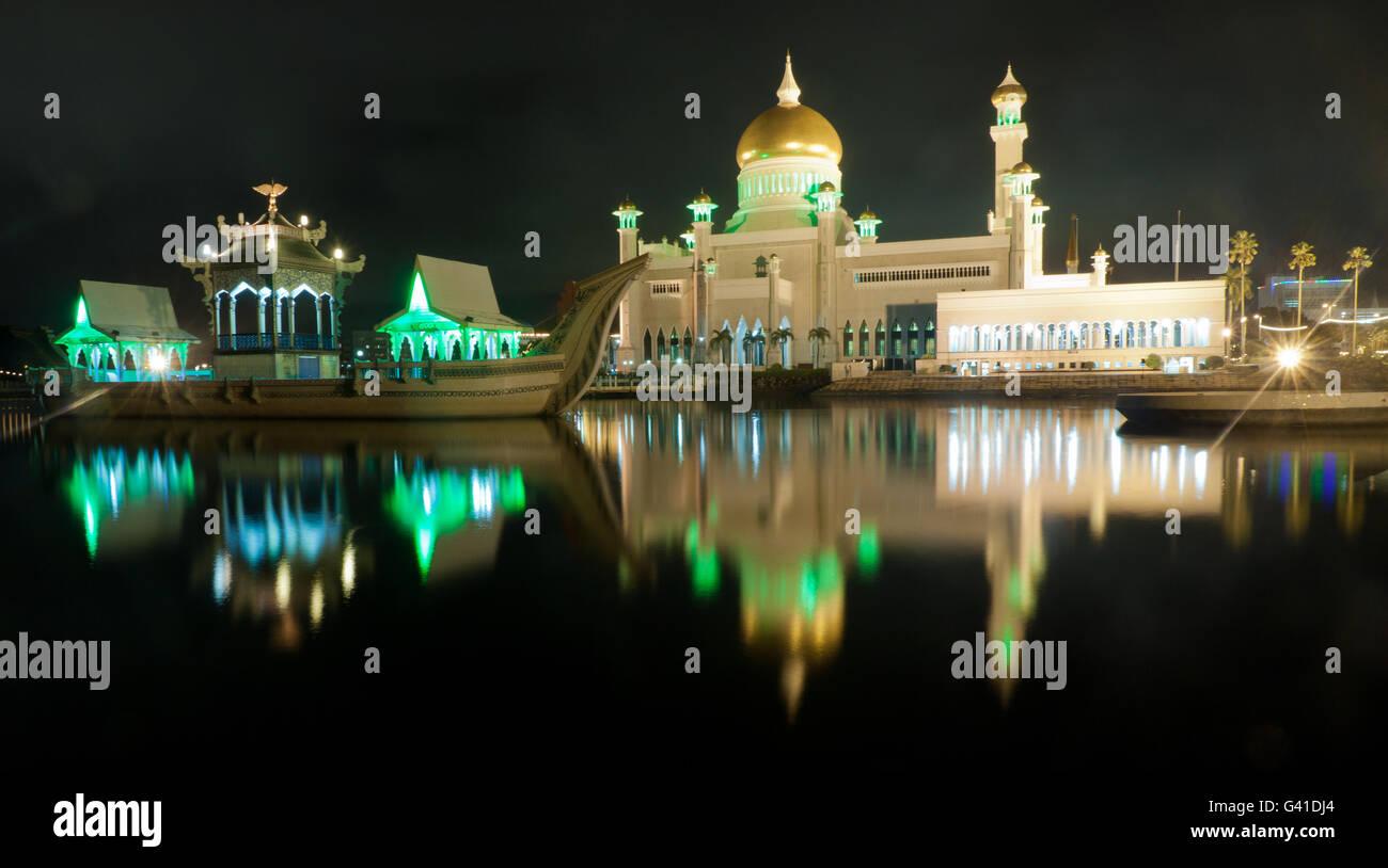 Long exposure Sultan Omar Ali Saifuddin Mosque in Bandar Seri Begawan, Brunei. - Stock Image