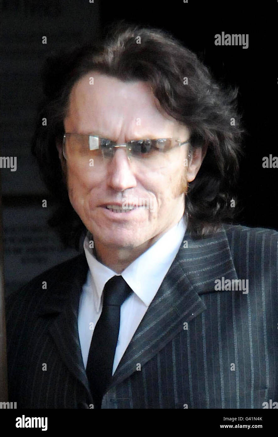 Elvis impersonator bailed on assault charge - Stock Image