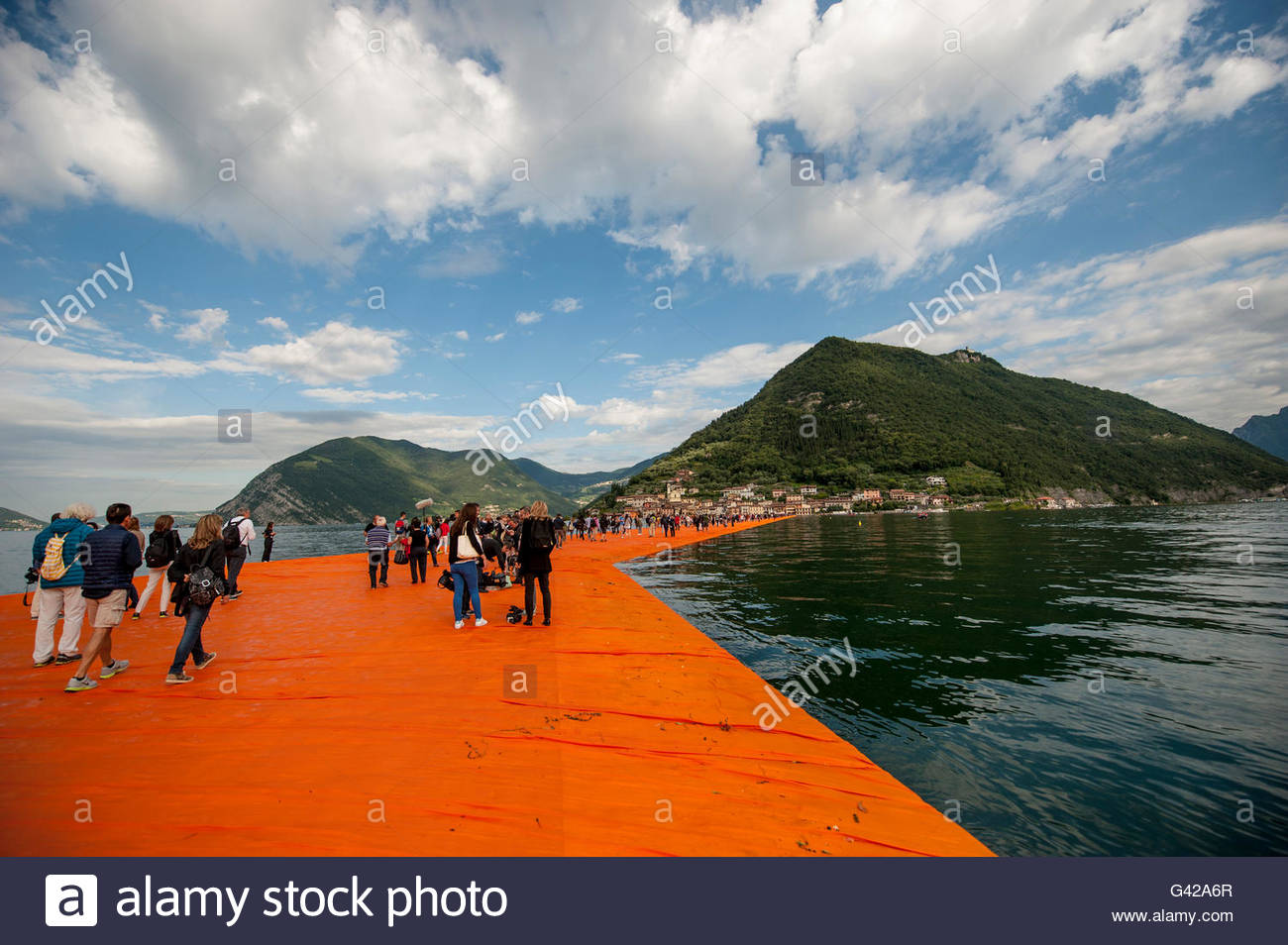 Lake Iseo, Italy. 18th June, 2016. Visitors walk on The Floating Piers of Christo at Sulzano on June 18, 2016 in Stock Photo