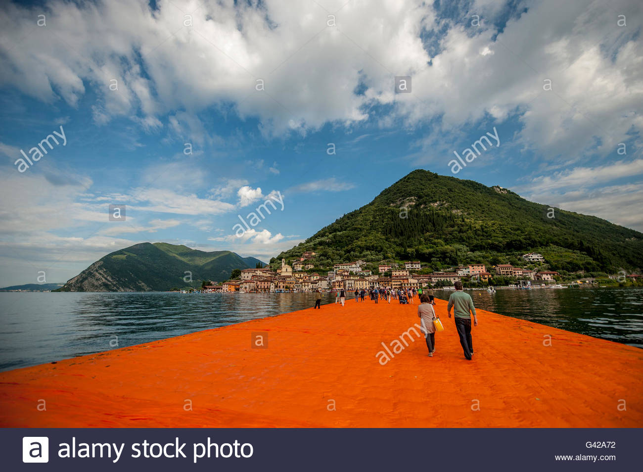 Lake Iseo, Italy. 18th June, 2016. Visitors walk on The Floating Piers of Christo at Sulzano on June 18, 2016 in - Stock Image