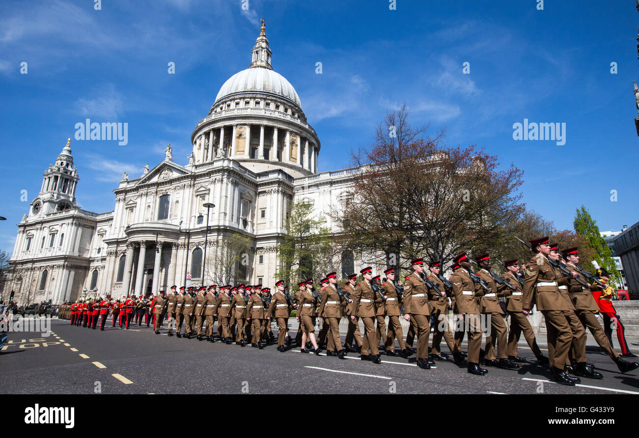 Household cavalry and soldiers passing St Paul's Cathedral in London as part of the Queens' birthday celebrations - Stock Image