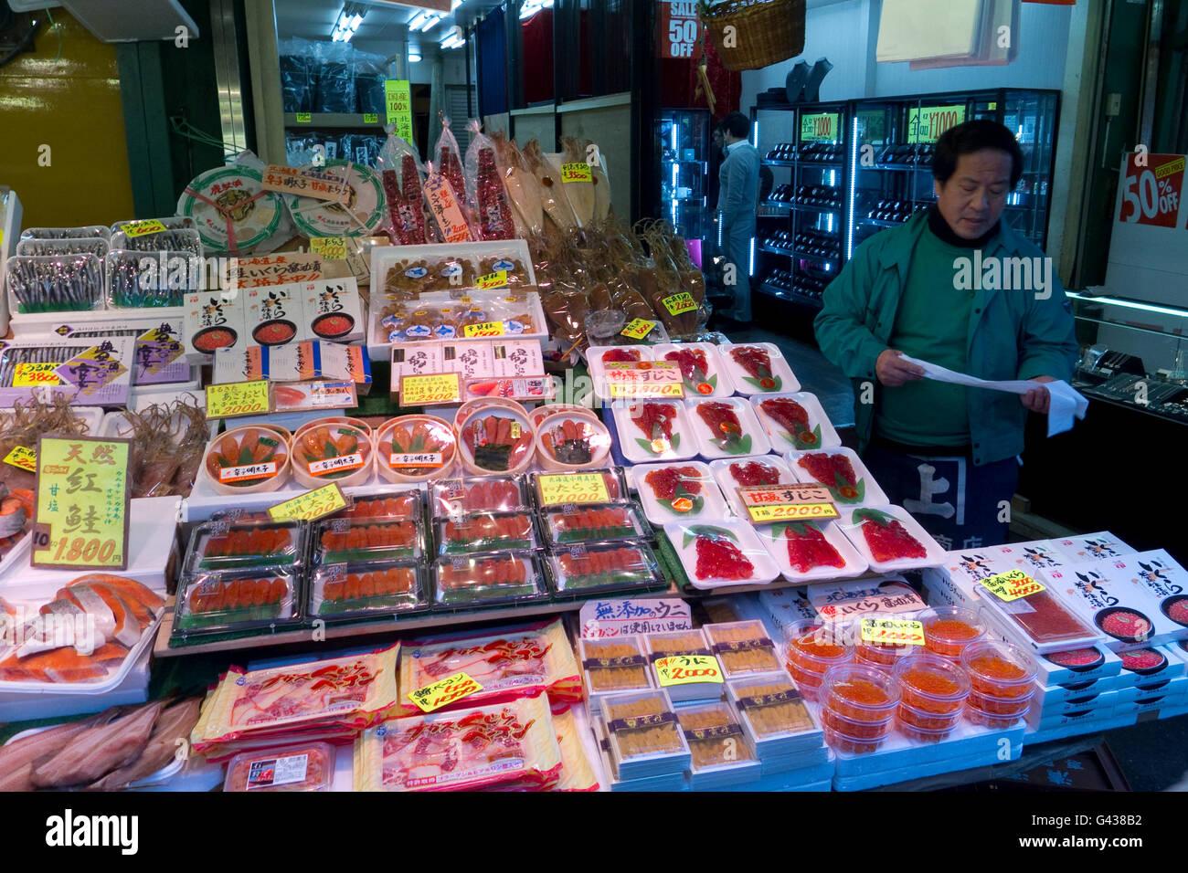 The popular Ameya Yokocho market in Tokyo, Japan    Credit © Fabio Mazzarella/Sintesi/Alamy Stock Photo Stock Photo