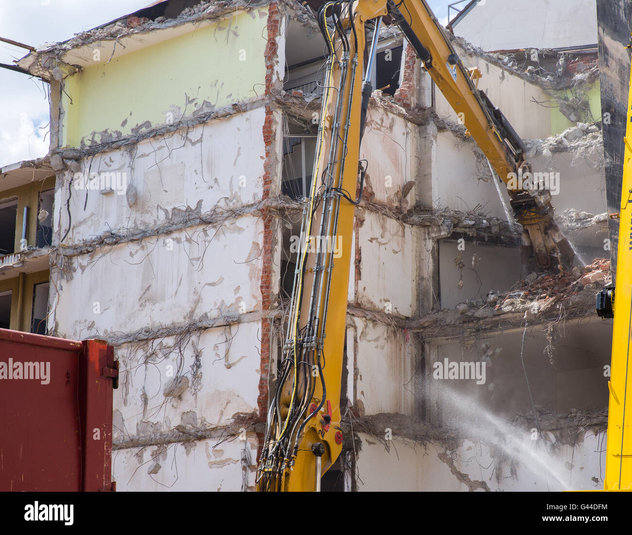 Dismantling of housecrashing by machinery - Stock Image