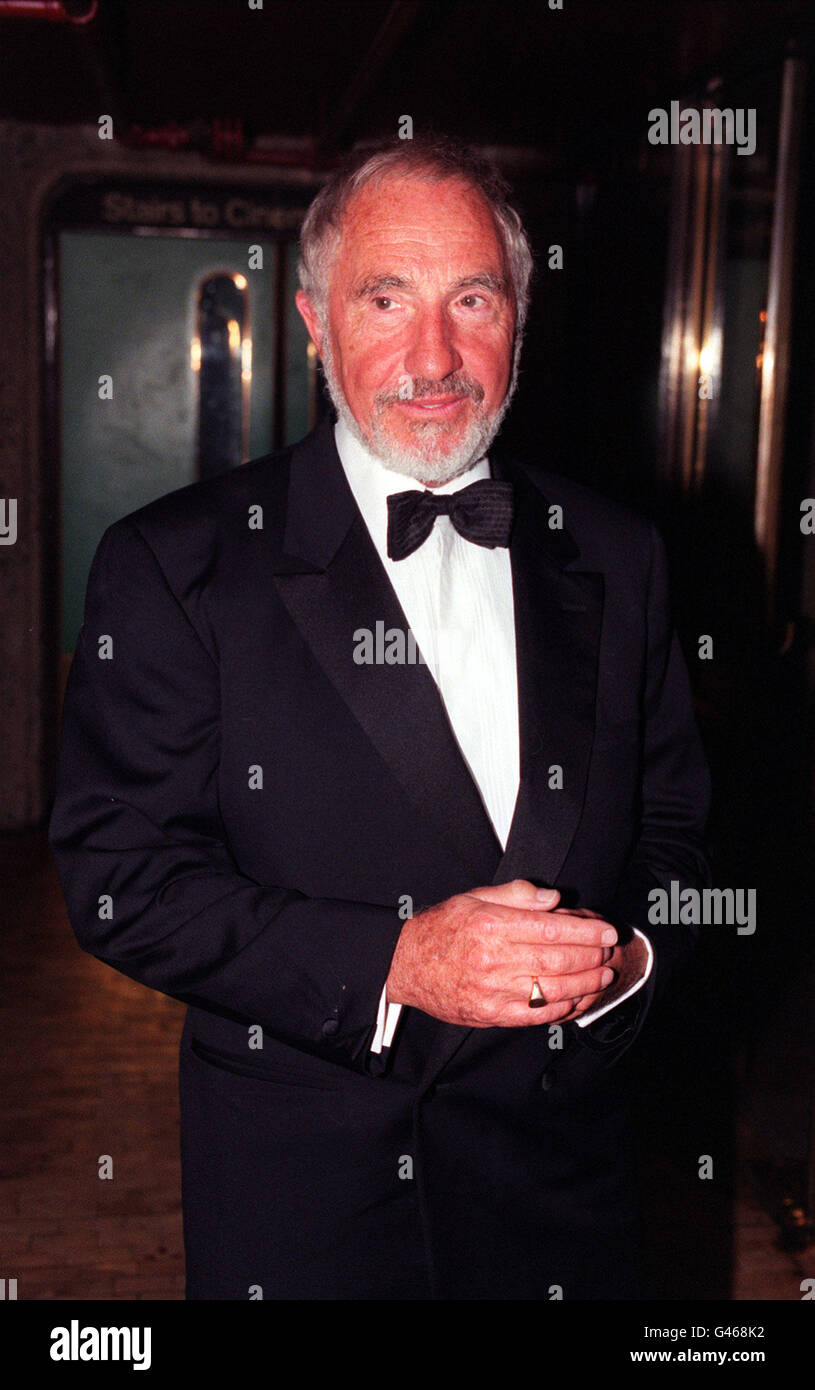 LONDON : 24/1096 : NIGEL HAWTHORNE AT THE BARBICAN CINEMA FOR THE GALA FILM PREMIERE OF 'TWELFTH NIGHT'. - Stock Image