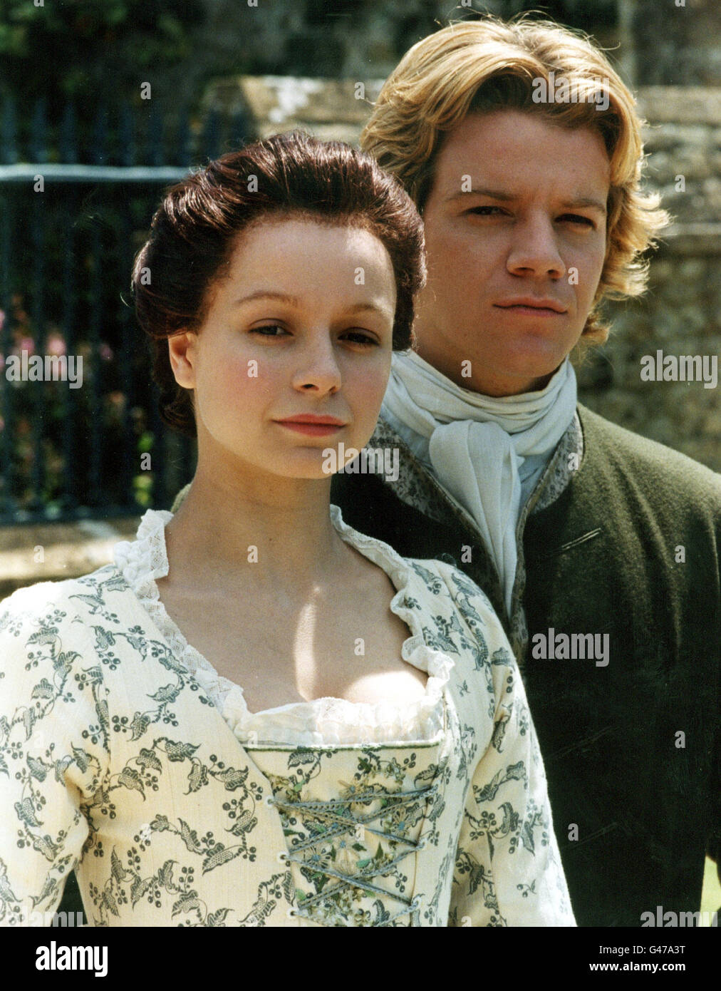 SAMANTHA MORTON (AS SOPHIE) AND MAX BEESLEY (TOM JONES) DURING THE FILMING FO THE BBC'S NEW SERIES NEWS FIVE - Stock Image