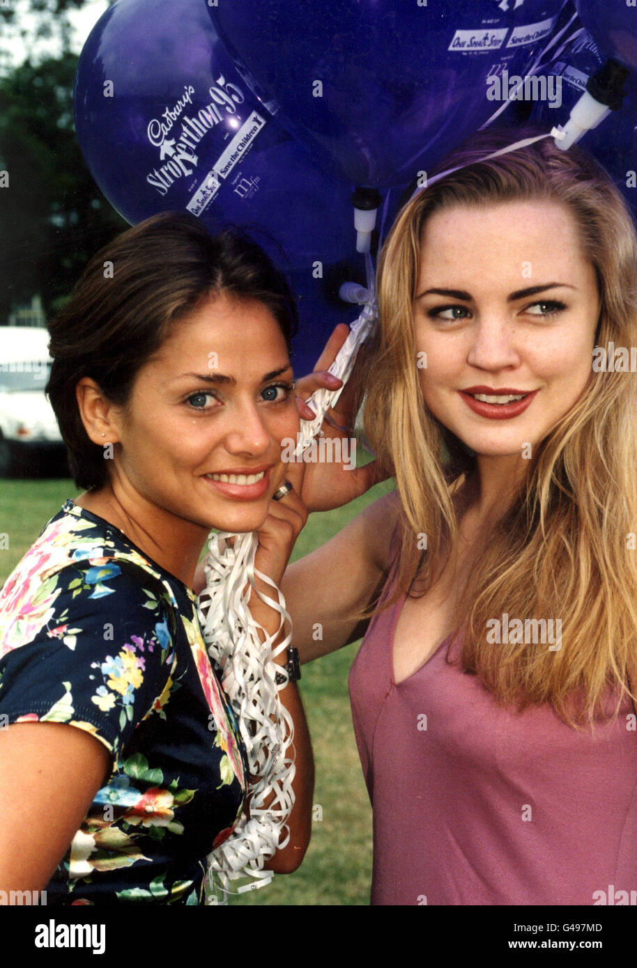 PA NEWS PHOTO 16/7/95  NATALIE IMBRUGLIA AND MELISSA GEORGE LAUNCHING THE 1995 CADBURY'S STROLLERTHON IN CENTRAL - Stock Image