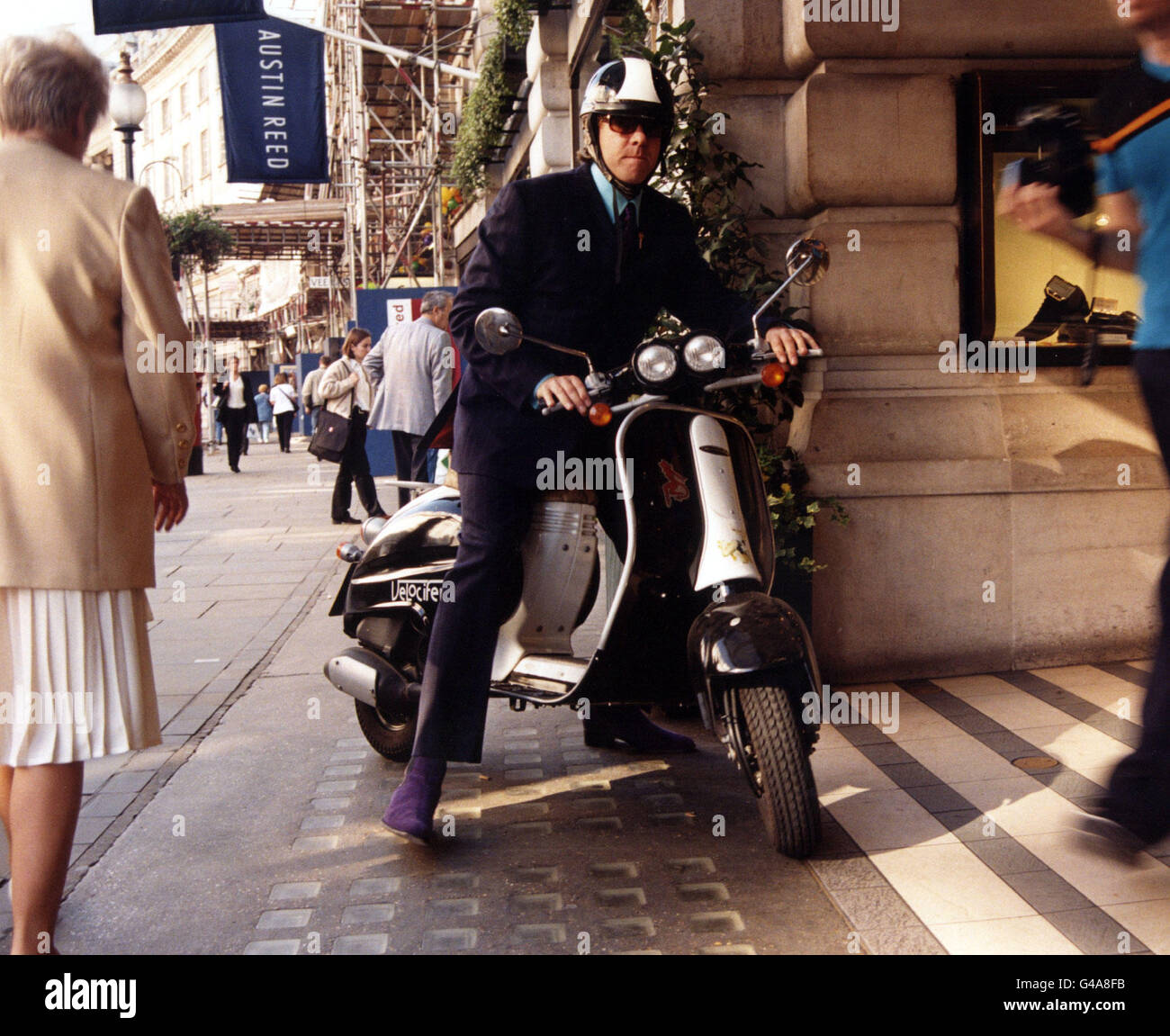 Pa News Photo 3 10 97 Tv Presenter Jonathan Ross Leaves The Stock Photo Alamy