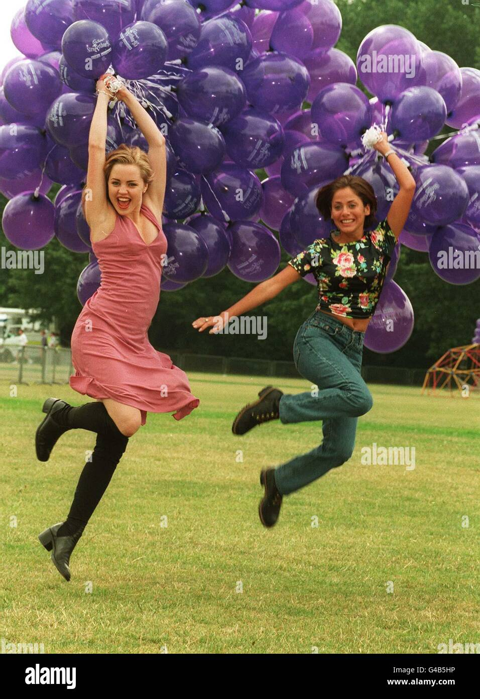 PA NEWS PHOTO 16/7/95  ACTRESS MELISSA GEORGE AND SINGER AND ACTRESS NATALIE IMBRUGLIA LAUNCHING THE 1995 CADBURY'S - Stock Image