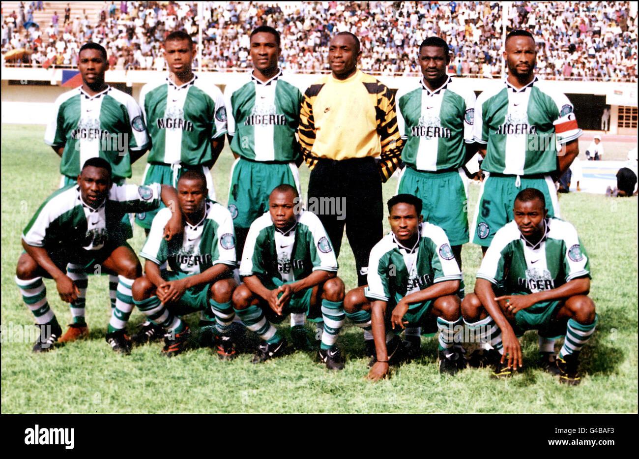 World Cup 1998 AFP PHOTO Nigeria (L-R standing) Austin Okocha, Sunday Oliseh, Uche Okafor, Ike Shoromu, Garba Lawal, - Stock Image