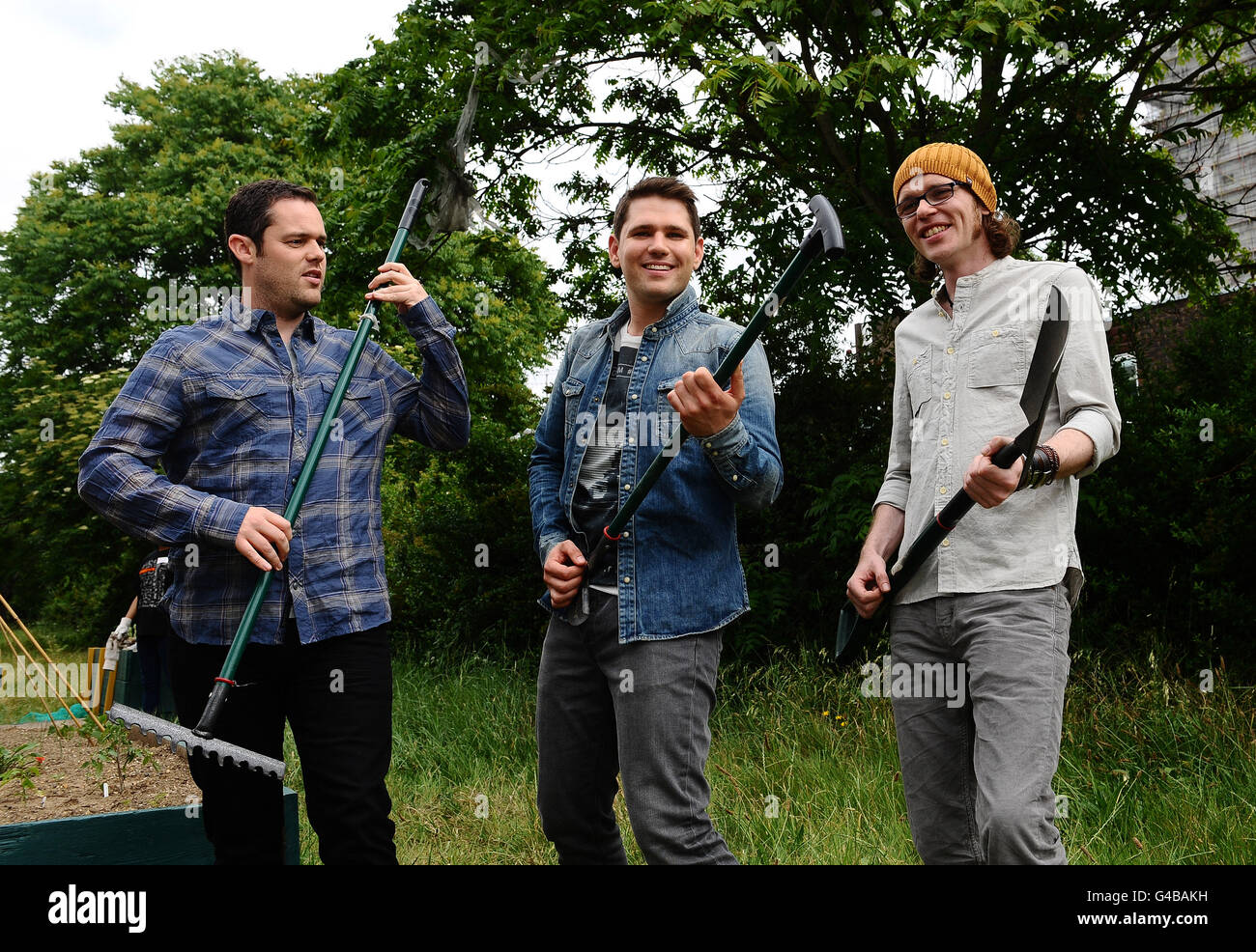 Scouting For Girls help volunteer for Orange RockCorps project - London - Stock Image