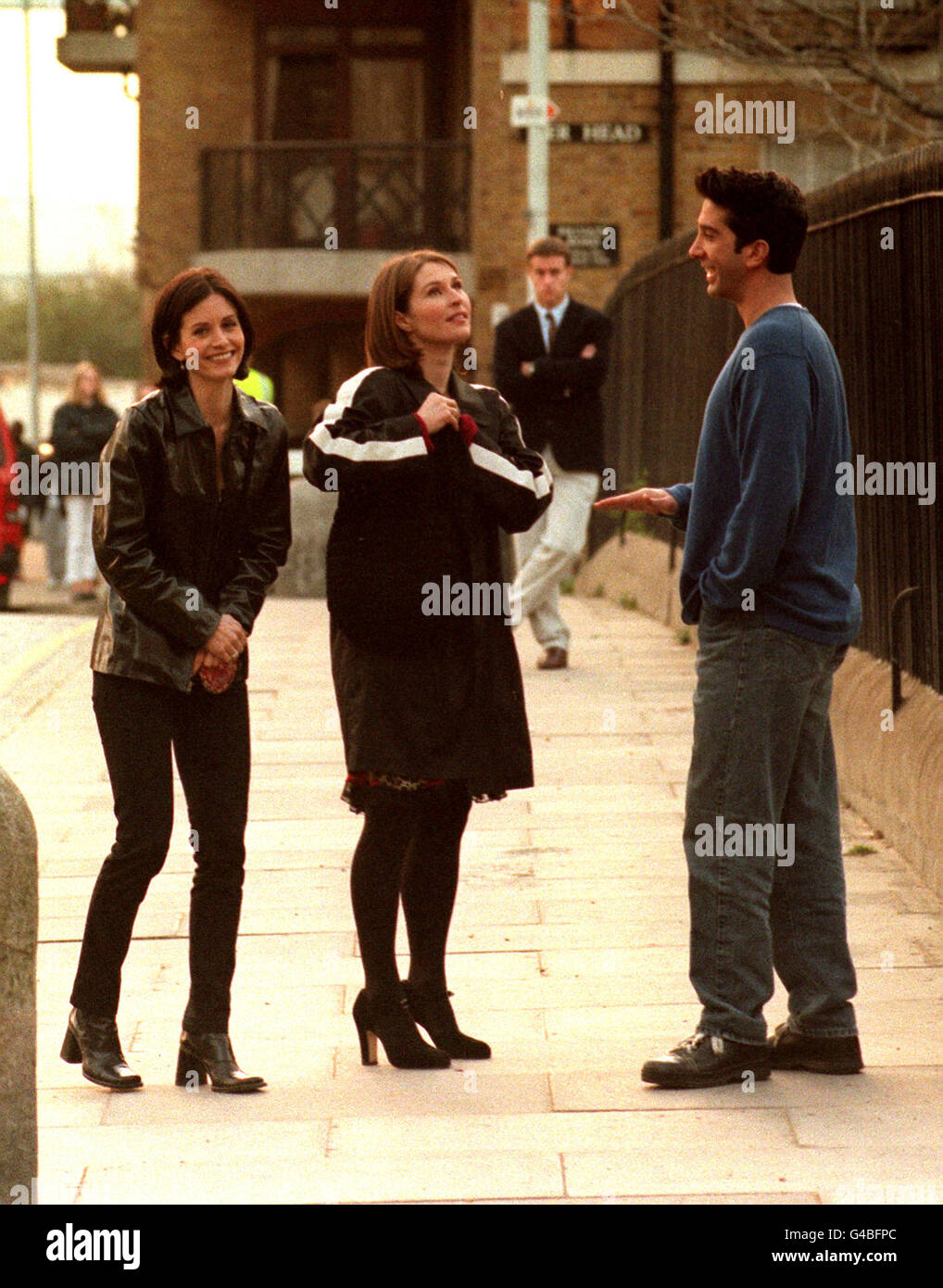 PA NEWS PHOTO 30/3/98 FROM LEFT TO RIGHT: Courteney Cox,