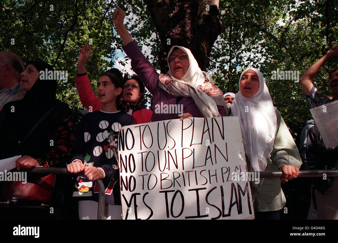 MUSLIM PROTESTORS US EMBASSY LONDON. - Stock Image